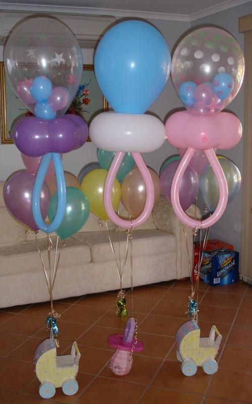 Decoración con globos con forma de chupetes o chupones para bebes