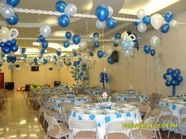 Arreglos de salón para bautizo con globos