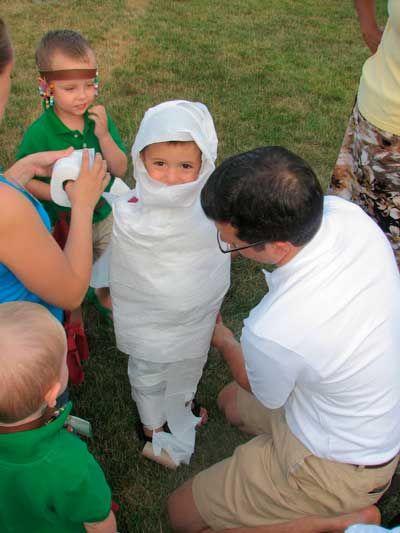 juegos para fiestas infantiles fabricando la momia