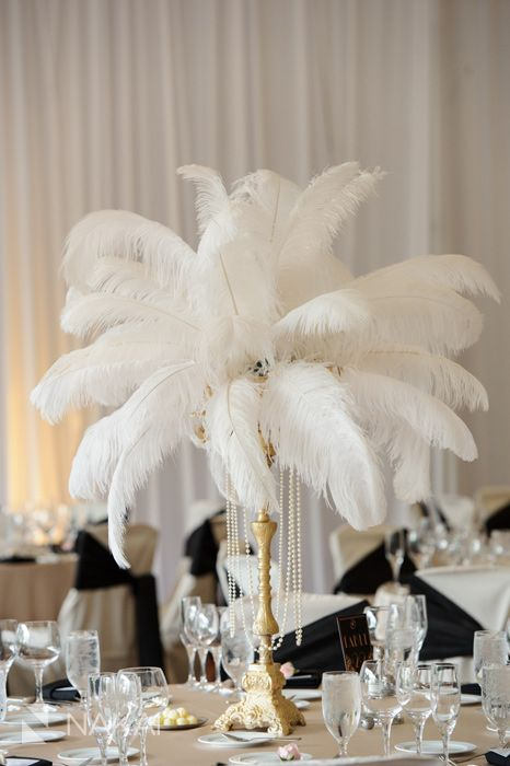 Centros de mesa elegantes para 15 con plumas