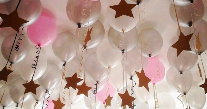 Decoración con globos metálicos para baby shower