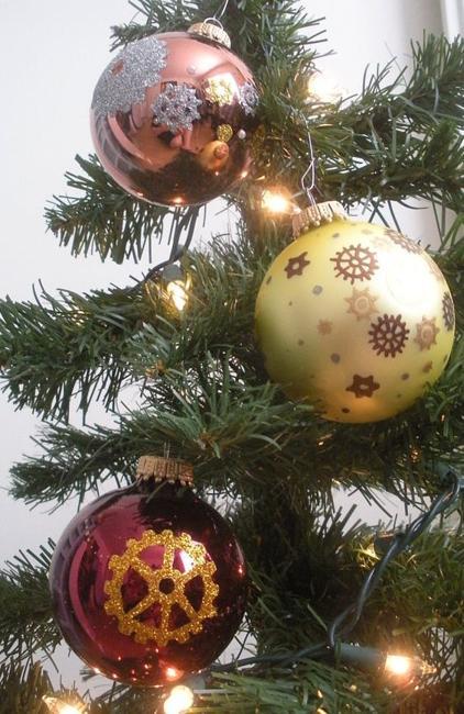 decoracion con bolas de navidad estilos steampunk arbol