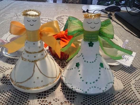 hacer adornos de angeles con copas y botellas plasticas
