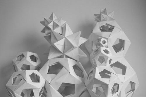 12.Bolas de navidad con papel reciclado