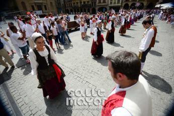 14-08-03-fiestas-de-estella-calle-mayor-comunicacion-y-publicidad-014