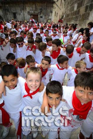14-08-03-fiestas-de-estella-calle-mayor-comunicacion-y-publicidad-060