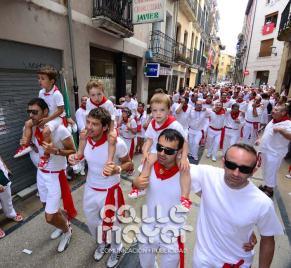 14-08-03-fiestas-de-estella-calle-mayor-comunicacion-y-publicidad-079