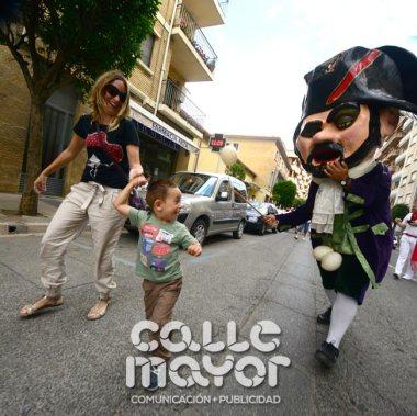 14-08-04-fiestas-de-estella-calle-mayor-comunicacion-y-publicidad-062