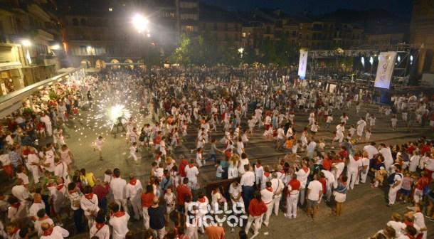 15-08-04-fiestas-de-estella-calle-mayor-comunicacion-y-publicidad-(105)
