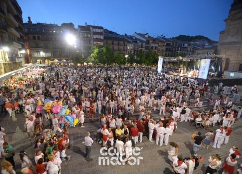15-08-04-fiestas-de-estella-calle-mayor-comunicacion-y-publicidad-(99)