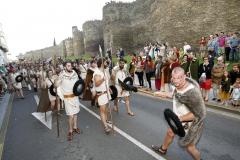 Desfile Tropas Castrexas junto a la Muralla