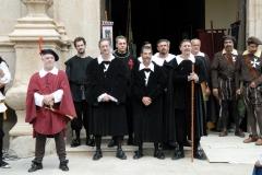 Comendador y Autoridades de la villa a la salida de misa