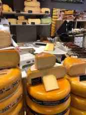 En een stuk kaas mee bij Kaasmeester Richard — bij Kaasmeester Richard.