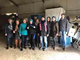 Even op de groepsfoto bij Boerderij Hoogendonk. Bedankt voor de foto Ria Roessen! — bij Boerderij Hoogendonk.