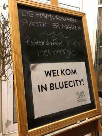 De hamvraag: plastic er maar in! Georganiseerd door Pauline Schouwenburg van De Platte Stad — bij BlueCity 010.