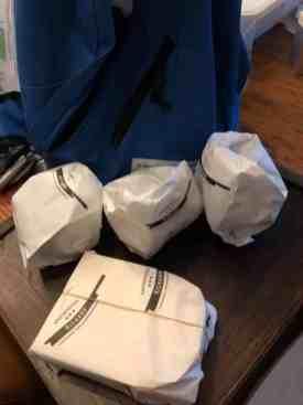 De buit die ik bij Kaasmeester Richard had gescoord — bij Fietsen voor m'n eten.