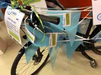 De eerste tipskaartjes werden al snel aan de fiets gehangen — bij Jaarbeurs.