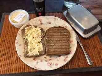 - Tosti van brood van Bakkerij van Malkenhorst, met ham van Slagerij D&D en kaas van Kaasmeester Richard - eiersalade van Poelier Jos Straathof - honingtomatenketchup van Looye Kwekers - roomboter van de Biefit Gezondheidswinkel — bij Fietsen voor m'n eten.
