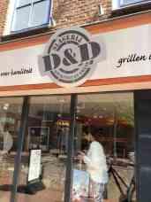 Even langs Slagerij D&D voor vleeswaren en vlees — bij Slagerij D&D.