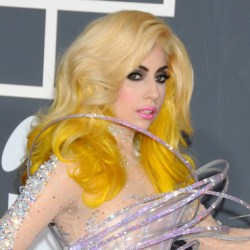 Quel est le point commun entre Lady Gaga, Playtex, un cocker et un camion TNT ?   lady gaga aux grammy awards 2010 4180647cyeoo 2041