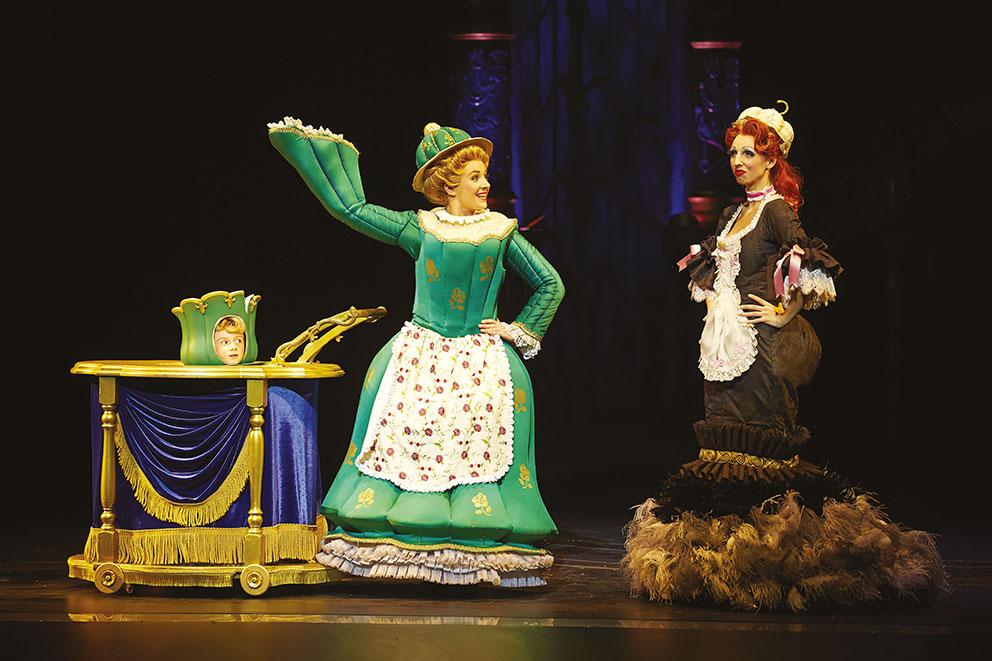 Retour en enfance avec La Belle et La Bête   Mme Samovar Plumette. Photo Brinkhoff Mögenburg ©Disney 2