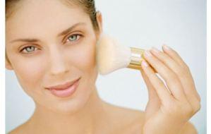 Αντικαταστήστε το make up με την πούδρα. Οι λόγοι για να το κάνεις