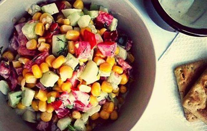 Δροσερή σαλάτα με καλαμπόκι