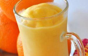 Φτιάξτε αναζωογονητικό smoothie με πορτοκάλι και μάνγκο