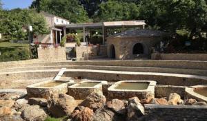 Read more about the article Κόκκινο νερό: Ένας άγνωστος παράδεισος   στους πρόποδες του Κισσάβου