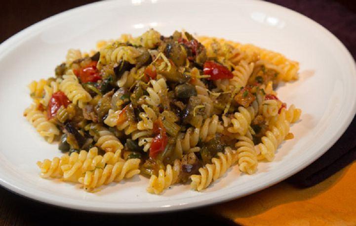 Read more about the article Βίδες με μελιτζάνες, κολοκυθάκια και ντομάτες