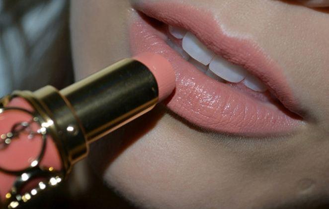 Tips για να εφαρμόσετε το κραγιόν στα χείλη χωρίς λάθη