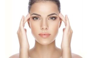 Read more about the article Φυσικές θεραπείες για τη βλεφαρόπτωση