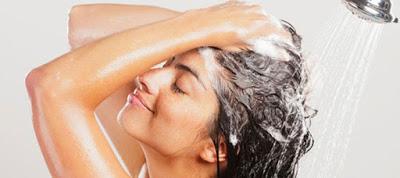Γιατί δεν πρέπει να λούζουμε τα μαλλιά μας με καυτό νερό