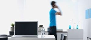 Δείτε γιατί βαδίζουμε ασυναίσθητα πέρα-δώθε όταν μιλάμε στο τηλέφωνο!