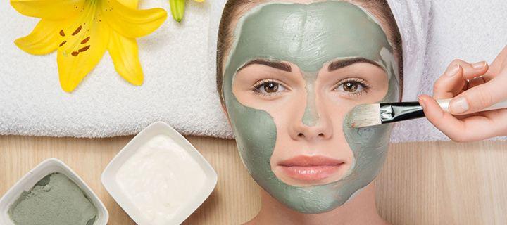 Φυσική μάσκα με άργιλο για λαμπερή και νεανική επιδερμίδα