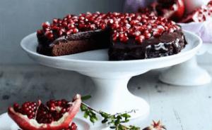 Read more about the article Χριστουγεννιάτικη σοκολατόπιτα με ρόδι