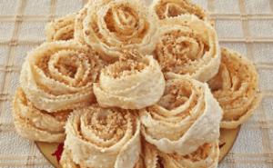 Δίπλες τριαντάφυλλο