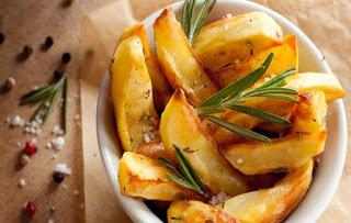 Πατάτες φούρνου με δενδρολίβανο