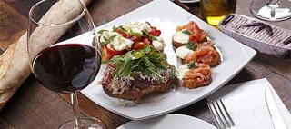 Read more about the article «Σύμμαχος» των διαβητικών το κρασί με το βραδινό φαγητό
