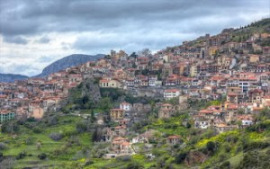 Περνάμε από επτά όμορφες κωμοπόλεις και χωριά του Παρνασσού