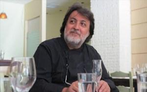 Ο σεφ Νίκος Φωτιάδης μας μιλά για το πώς συνδέει συνταγές με τραγούδια