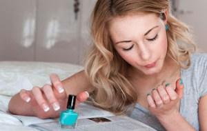 Το μυστικό για να στεγνώσουν τα νύχια σου σε 1 λεπτό!