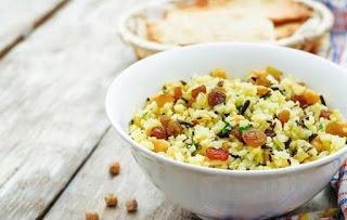 Read more about the article Νηστίσιμο ρύζι με σταφίδες και κουκουνάρι