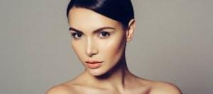 Πώς να δείχνεις νεότερη χωρίς κρέμες, botox ή νυστέρι