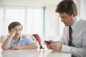 2 λόγοι που οι μπαμπάδες δεν αφιερώνουν χρόνο στα παιδιά τους