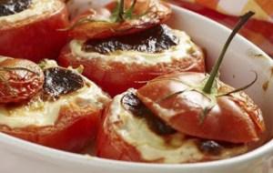 Τομάτες με πλούσια γέμιση και μπεσαμέλ