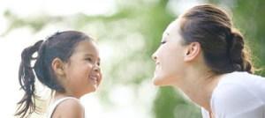 Σταματήστε να λέτε διαρκώς στα κοριτσάκια «πόσο όμορφα είναι»!