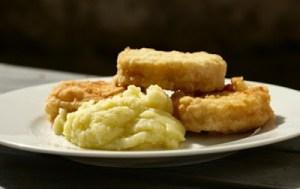 Συνταγές και tips για πεντανόστιμο μπακαλιάρο με κουρκούτι για το τραπέζι της 25ης Μαρτίου και όχι μόνο