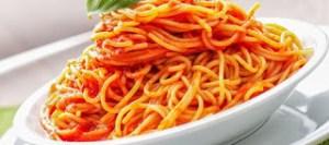 Μακαρόνια με κόκκινη σάλτσα νηστίσιμη