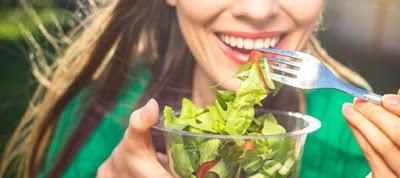 Read more about the article Τι πρέπει να τρως για μια ισορροπημένη διατροφή ανάλογα με την ηλικία σου